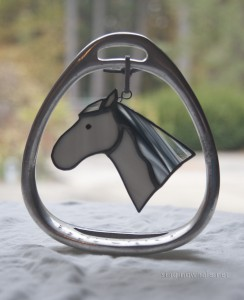 Stained glass horses in stirrups, withmany other pattern possibilities, too.